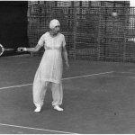 श्री अरविंद आश्रम की श्री माँ टेनिस का खेल