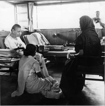 इन्दिरा गांधी और श्रीअरविंद आश्रम की श्री माँ