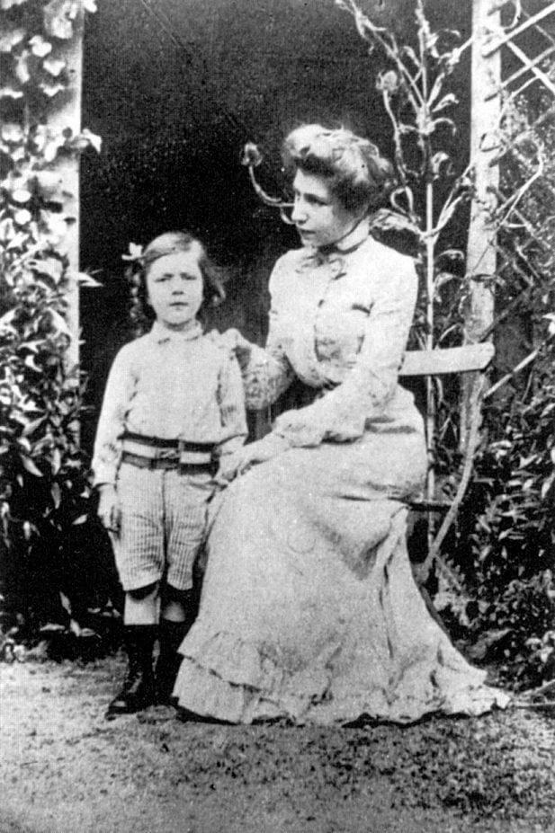 श्रीअरविंद आश्रम की श्री माँ अपने पुत्र आन्द्रे के साथ